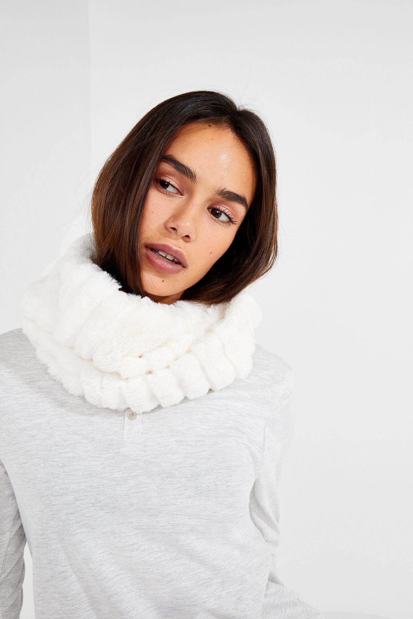 Fur closed collar  5c4baa78dc79
