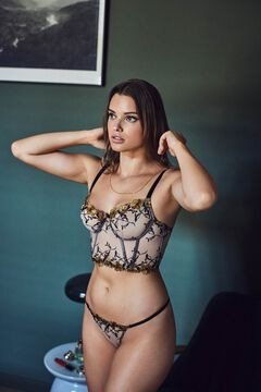 Womensecret Bra with floral embroidery, no padding. printed
