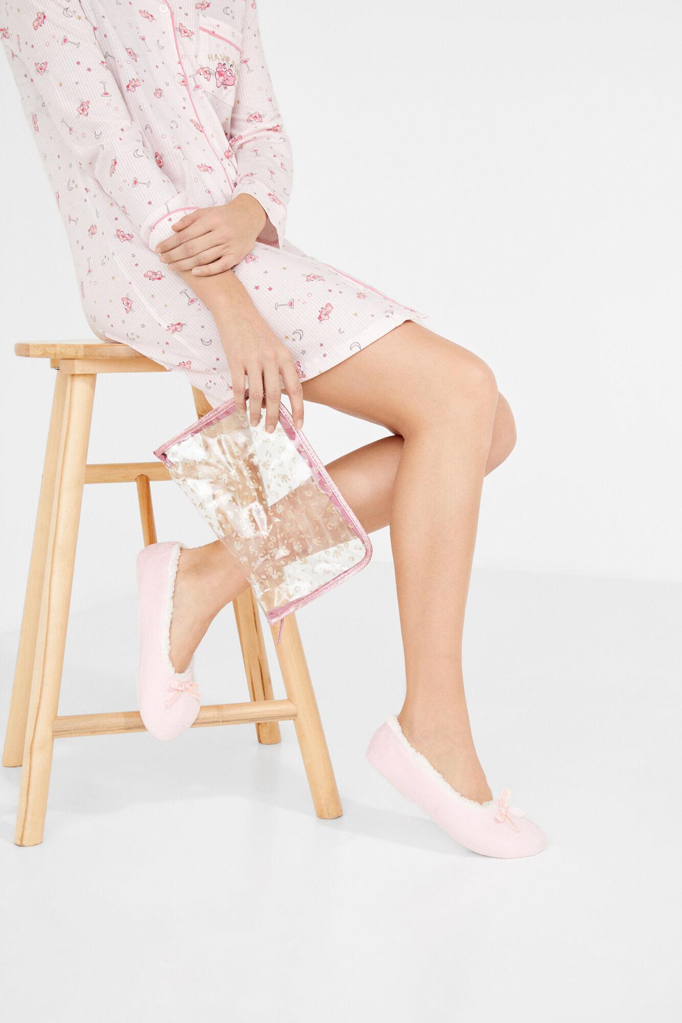 Terrific Slippers With Vanity Case Pack Evergreenethics Interior Chair Design Evergreenethicsorg