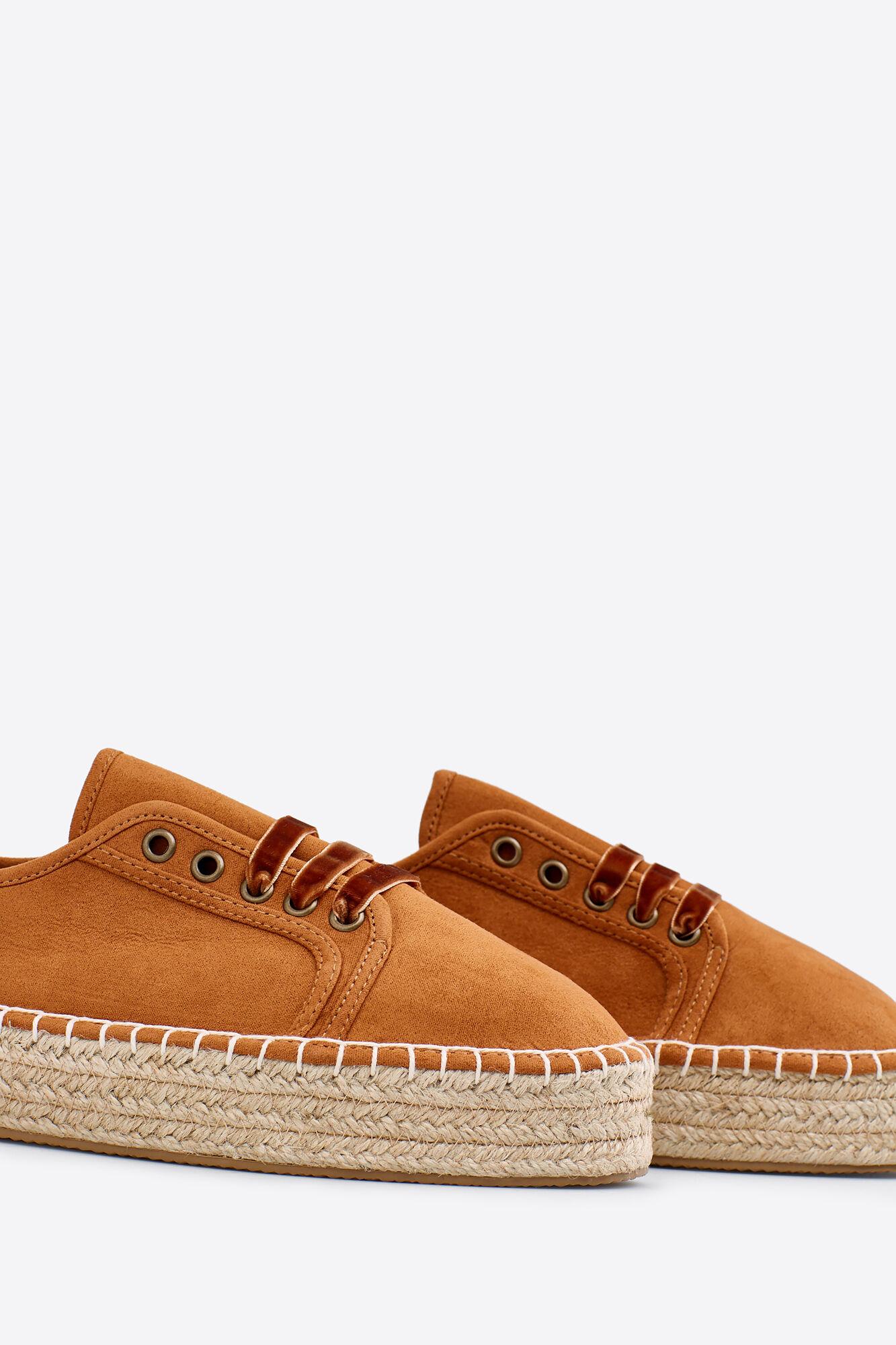 6ee45a087 Zapatos de cordones con esparto